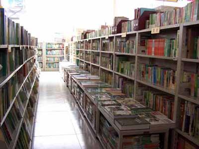 在大一大二时就开始酝酿开一个大学生书店,方便大学生有一个便利的图片