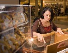开珠宝店如何吸引顾客
