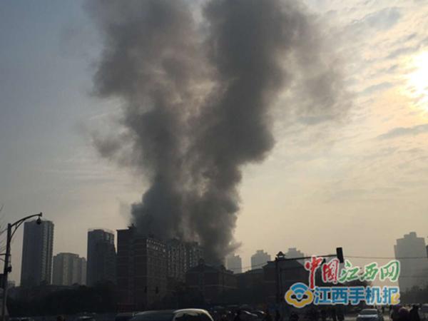 南昌星级酒店火灾 南昌一家星级酒店发生火灾现场