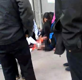 3岁男童坠楼身亡 独自在家无人看管图片 65113 347x337