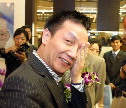 """""""混世魔王""""周正毅的前半生:从棚户区地痞到""""上海首富""""后……"""
