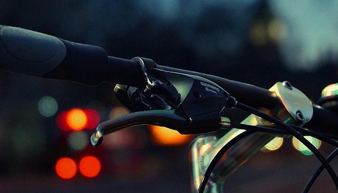 """共享单车遭遇""""急刹车"""" ofo、摩拜们该反省一下了"""