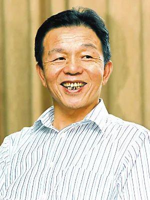 他是最会做生意的农民,靠卖卫生巾竟卖了900亿!