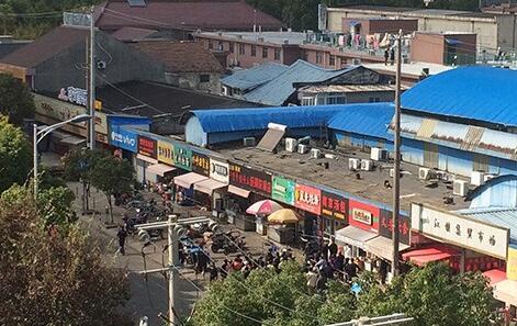 上海超市发生坍塌有人被埋 或因货物重压塌阁楼