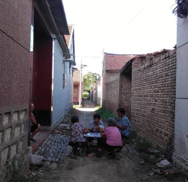 农妇做自媒体收入破万 平均工资比上海还高