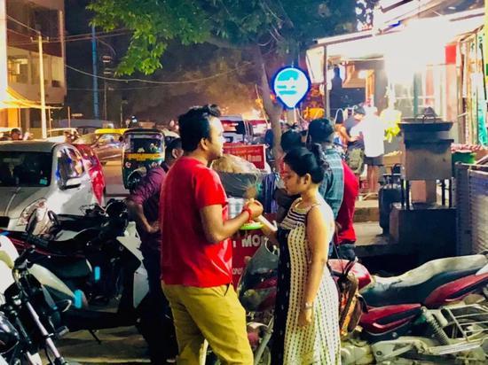 印度班加罗尔街头男女