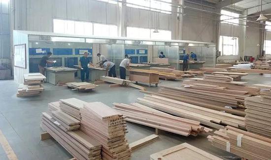 木门工厂,图片来源于网络