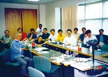 黄煦涛和学生们左前方为黄煦涛