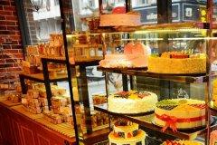 在县城开一个蛋糕店需要多少钱?