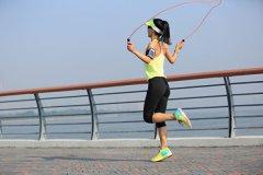 跳绳减肥比健走慢跑都好 还防骨松 教你正确做